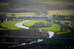 Ausgebaute Leine unterhalb des Hochwasserrückhaltebeckens, Blick auf das Stauwehr Salzderhelden (Bildrechte: R. Eikenberg | Fischereiverein Einbeck e.V.)